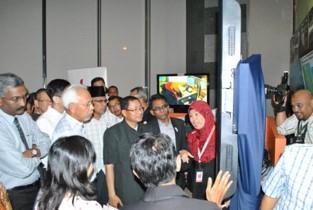 Lawatan Ahli Parlimen Malaysia ke Pusat Panggilan Kecemasan MERS 999